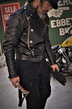 Men's Jackets For Every Occasion. Photo by Menswear Market Jackets are a must-have in the cold weather but it can also be used to accessorize an outfit. Men's Leather Jacket, Vintage Leather Jacket, Leather Men, Fashion Moda, Mens Fashion, Dapper Suits, Mode Rock, Cool Jackets, Men Style Tips