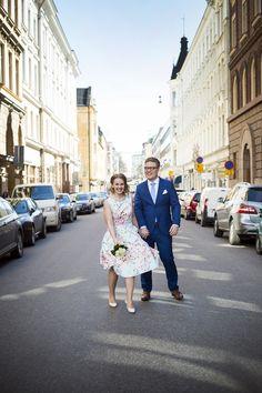 Hääkuvaus Helsingissä Wedding Shoot, Wedding Couples, Street View, Weddings, Wedding, Marriage, Mariage