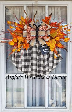 Easy Fall Wreaths, Thanksgiving Wreaths, Thanksgiving Decorations, Fall Decorations, Mesh Wreaths, Dollar Tree Decor, Dollar Tree Crafts, Autumn Crafts, Holiday Crafts