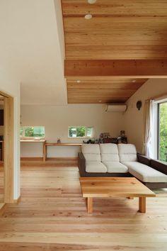 自然豊かなロケーションを生かし、360°緑の借景が楽しめる贅沢な室内空間