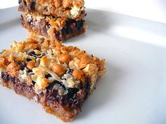 Easy, delicious and healthy 7 Layer Bars recipe from SparkRecipes. See our top-rated recipes for 7 Layer Bars. Yummy Treats, Delicious Desserts, Sweet Treats, Sweet Desserts, Vegan Desserts, Seven Layer Bars, Magic Cookie Bars, Magic Bars, Good Food
