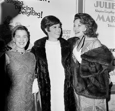 Beatrice Lillie, Mary Tyler Moore, and Maureen O'Hara at an event for Thoroughly Modern Millie George Roy Hill, Carol Channing, Screen Icon, Maureen O'hara, Mary Tyler Moore, Julie Andrews, Lauren Bacall, John Wayne, Classic Films