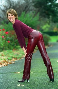 Leder Outfits, Tv Girls, Leather Trousers, Leather Boots, Sexy Older Women, Biker Girl, Curvy Women Fashion, Lingerie, Leather Fashion