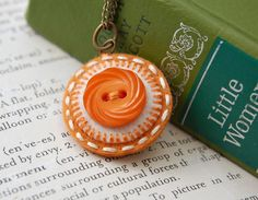 lovely felt and button pendant by SewSweetStitches via etsy #felt #buttons #jewelry #etsy