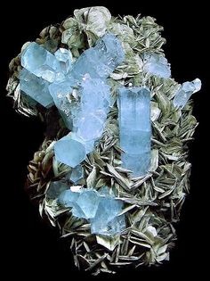 Aquamarine with Muscovite.