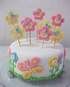 Easy Cake Decorating Themes And Ideas Cute Cakes, Pretty Cakes, Fondant Cakes, Cupcake Cakes, Decors Pate A Sucre, Rodjendanske Torte, Decoration Patisserie, Baby Birthday Cakes, Butterfly Cakes