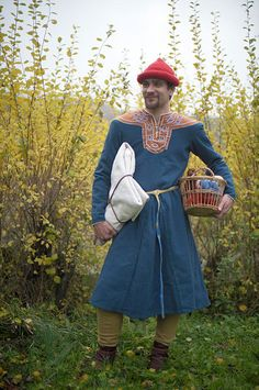 Excellent french costume articles this one on a high status man's outfit. Proposition de reconstitution d'un costume de brodeur vers 1200 - Reconstitutions