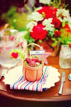 Because the strawberry season is from June to mid August, you can use them as an inspiration for a sweet summer garden party theme. A strawberry party theme Wedding Strawberries, Fruit Wedding, Strawberry Wedding, Strawberry Fields, Lime Wedding, Strawberry Patch, Strawberry Plants, Fruit Party, 4th Of July Party