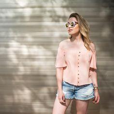 Look fresquinho e confortável todo @damyller! Tô curtindo muito a tendência do decote ombro a ombro, vocês já perceberam né? #ootd #fashion #MeuJeansDamyller | publicidade