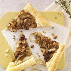 Caramelized Fennel Tarts Recipe via Goodwin Puff Pastry Recipes Savory, Puff Pastry Appetizers, Quiche Recipes, Tart Recipes, Puff Pastries, Vegan Recipes, Warm Appetizers, Bacon Cheese Dips, Toasted Ravioli