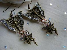 Diese filigranen Ohrringe als  wurden von mir in sorgsamer Handarbeit selbst hergstellt und verziert.    Die warmen Farbtöne des gemixten metallischen