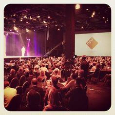 Drie grote schermen in de zaal van het #MediaparkJaarcongres op het #Mediapark in #Hilversum #mpjc2014 #iMMovator