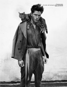 Francisco Lachowski by Nicolas Valois // Carbon Copy stylist: Rene Gloor Francisco Lachowski, Crazy Cat Lady, Crazy Cats, Cool Cats, Hunger Games Costume, Men With Cats, Gatos Cool, International Cat Day, High Fashion Models