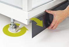 Showerama 8–5 -suihkukaapeissa on irrotettava sokkeli ja suihkukaapin siirtämistä helpottavat pyörät.