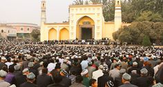 Uighur Muslims in China / East Turkistan / #Xinjiang. The Id'kah also biggest #mosque in #China. The present Id Kah Mosque was built in 1442yrs