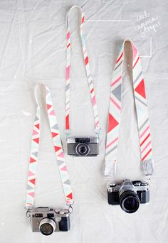 Cool - DIY camera straps from Designlovefest, PERFECT for when i get my camera like these Crafty Projects, Diy Projects To Try, Sewing Projects, Fun Crafts, Diy And Crafts, Arts And Crafts, Diy Camera Strap, Cute Camera, Camera Chic