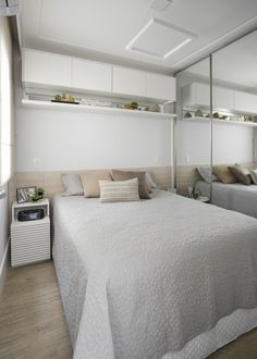 33 Fabulous Ideas White Gloss Bedroom Furniture for Elegant People Bedroom Bed Design, Girl Bedroom Designs, Bedroom Decor, Small Bedroom Storage, Small Room Bedroom, White Gloss Bedroom Furniture, Couple Room, Condo Living, Home And Deco