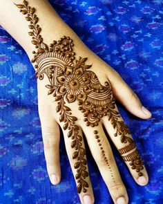 Simple Henna Design for Beginners with Flora Pattern Ideas. collecction best henna design with simple pattern and easy to try for beginner and mehndi lovers Cute Henna Designs, Beginner Henna Designs, Mehndi Designs Book, Mehndi Design Pictures, Latest Mehndi Designs, Simple Mehndi Designs, Mehndi Designs For Hands, Mehndi Images, Tattoo Henna