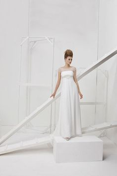 Collezione Vision 2014 - Elisabetta Polignano: abito da sposa bianco stile impero e con maniche in pizzo #wedding #weddingdress #weddinggown #abitodasposa #minidress