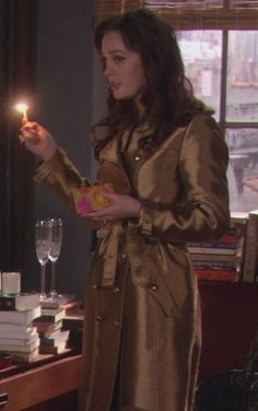 5x18 Awesome coat. Burberry trench coat.