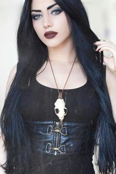 Wow, her makeup is amazing...actually, is this is a picture of Mahafsoun...?                                                                                                                                                      More