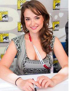 Milana Vayntrub is the perfect mix of cute and sexy (22 Photos) : theCHIVE