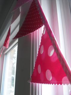 a pretty cool life.: Festive Valentine bunting and a crash course on bias tape
