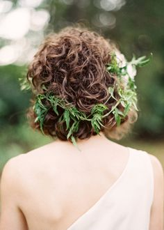 Love this - fresh flowers in your hair - would work for short or long hair #Wedding #Hair