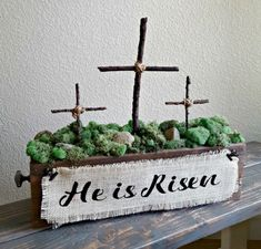 A beautiful and simple DIY Easter Cross decoration that can be used anywhere in the house. Learn how to make a wooden cross that can be used for so many things! Diy Osterschmuck, Rustic Cross, Diy Easter Decorations, Easter Centerpiece, Wooden Box Centerpiece, Crosses Decor, Cross Crafts, Diy Ostern, Easter Cross