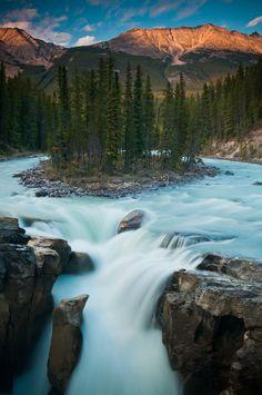 ✯ Sunwapta Falls, Canada