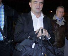 Arest DE LUX pentru Stepanescu, fostul primar al Reșiței, acuzat DE DNA de LUARE DE MITĂ - Fostul primar al Reșiței, care a fost arestat preventiv vreme de două luni, va petrece arestul la domiciliu, în vila luxoasă pe care o deține la Timișoara. luni seara Curtea de Apel Timișoara a înlocuit măsura arestului preventive pentru Mihai Stepanescu,...