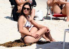 Franciely Freduzeski curte praia na Barra da Tijuca,RJ (Foto: Gabriel Rangel / Agnews)