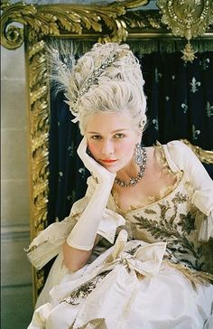 Kirsten Dunst as Marie Antoinette <3  A powdered wig & so much bling