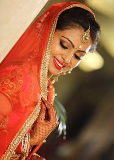 15 besten Braut Make-up-Künstler in Delhi Best Bridal Makeup, Indian Bridal Makeup, Bridal Fashion, Dress Fashion, Arabian Makeup, Indian Wedding Bride, Indian Face, Freelance Makeup Artist, London College Of Fashion