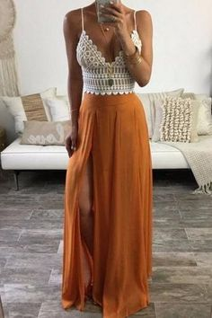 30 Best Bohemian Summer Outfits to Wear in 2018 Boho goddess feels with this pretty maxi dress. Boho Summer Outfits, Holiday Outfits, Boho Outfits, Stylish Outfits, Fashion Outfits, Bohemian Summer, Summer Wear, Maxi Skirt Outfit Summer, Short Outfits