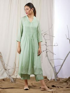 Green Modal Silk Sequins Embroidered Kurta with Cotton Lining - Set of 2 Grüne modale Seidenpaillett Salwar Designs, Simple Kurti Designs, Kurta Designs Women, Kurti Designs Party Wear, Dress Neck Designs, Blouse Designs, Stylish Dresses, Simple Dresses, Pretty Dresses