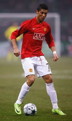 Pictures of Cristiano Ronaldo - life as kid, in Manchester United shots, in Real Madrid picks, personal life and girlfriends, best gallery with pictures. Cristiano Ronaldo Cr7, Cristiano Ronaldo Manchester, Cr7 Messi, Cristino Ronaldo, Cristiano Ronaldo Wallpapers, Ronaldo Football, Cristiano Ronaldo Hairstyles, Neymar, Cr7 Jr