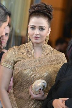 Aishwarya Rai: Aishwarya Rai Bachchan In Golden Saree At amfAR Ca. Bollywood Actress Hot Photos, Indian Bollywood Actress, Beautiful Bollywood Actress, Most Beautiful Indian Actress, Bollywood Fashion, Indian Actresses, Actress Pics, Bollywood Saree, Aishwarya Rai Images