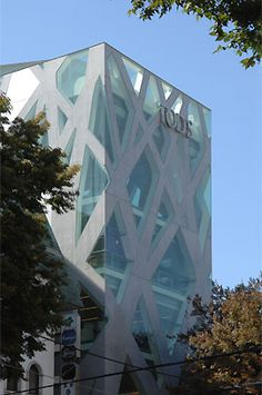 The Tod's Omotesando Building in Tokyo combines crisscrossed concrete braces and glass to bring together this magnificent design. Galinsky.com