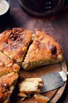 Jabłecznik (applecake): I wish this recipe was written in English! Looks delicious! Polish Desserts, Polish Recipes, Just Desserts, Delicious Desserts, Yummy Food, Apple Cake Recipes, My Recipes, Sweet Recipes, Dessert Recipes
