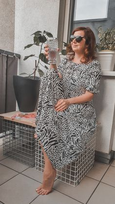 #summerdress #hmxme #urlaubbalkonien #printmix My Boutique, Fashion Boutique, Last Day Of Summer, Spring Summer, Love Her Style, Style Me, High End Fashion, Outfit Posts, Fashion Bloggers