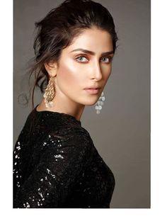 Beautiful Celebrities, Beautiful Actresses, Beautiful People, Pakistani Dresses Casual, Pakistani Dress Design, Pakistani Models, Pakistani Actress, Bollywood Designer Sarees, Bollywood Fashion