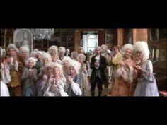 Amadeus. escena en la que el Arzobispo de Salzburgo trata a Mozart como un sirviente.