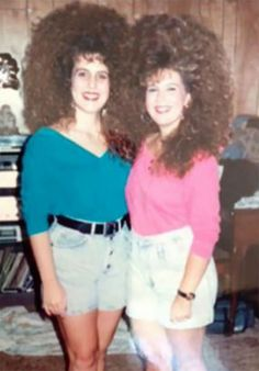 Splendid Vintage Snaps Of Young Girls With Very Big Hair In The Magnifiques clichés vintage de Crazy Hair Days, Bad Hair Day, Vintage Hairstyles, Wig Hairstyles, Jheri Curl, 80s Hair, Eighties Hair, Retro Hair, Curly Hair Styles