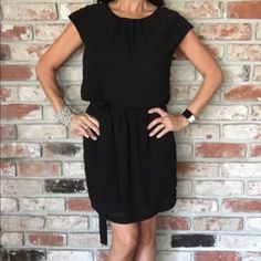 🎉Host Pick 🎉Guess Los Angeles Black Dress Classy Guess black dress with gold buttons on shoulder and bottom sides of dress.  Fully lined  with sheer belt included.  Great for work or any event.  Very comfortable. Guess Dresses