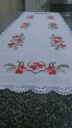 Embroidery Patterns, Hand Embroidery, Fabric Paint Designs, Crochet Bedspread, Table Runner And Placemats, Cross Stitch Borders, Blackwork, Diy Crafts, Quilts