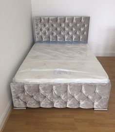 Part of our amaze crushed velvet range This can have diamonds or buttons Stunning silver feet Headboard : 46 inches Footboard : 17.5 inches 5ft w Colours can be : Black Brown Charcoal...