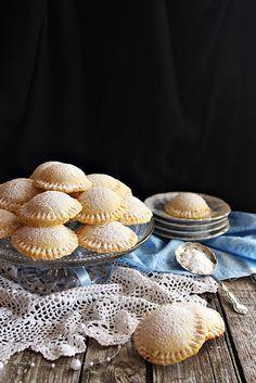 Egy különleges sütemény Szicíliából. Véletlenül akadtam rá, de azonnal beleszerettem. Egyszerű hozzával... Candy Cookies, Sweet Cookies, Baking Recipes, Cookie Recipes, Dessert Recipes, Easy Healthy Recipes, Sweet Recipes, Hungarian Recipes, Cata