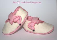dachshund babyshoes pink/white https://www.etsy.com/shop/jello07