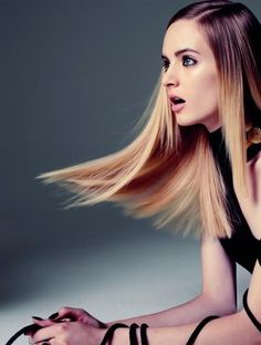 pin straight hair w/ a side part, so chic!